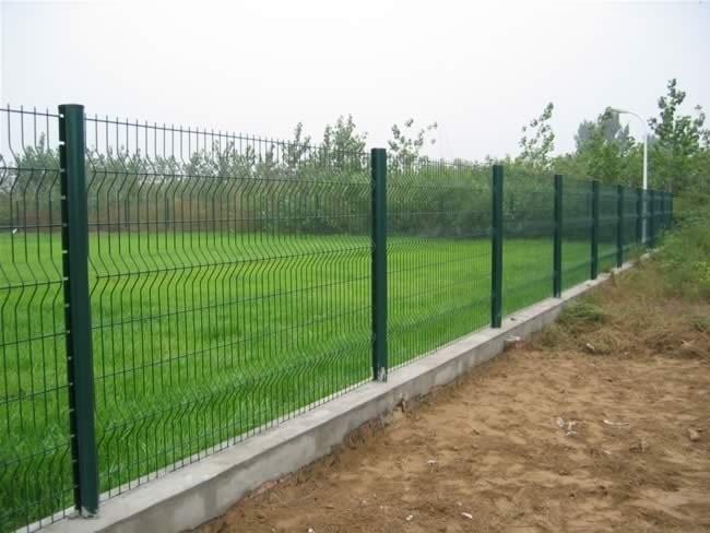 Fare una recinzione per 50 metri a treviso for Pali cemento per recinzione