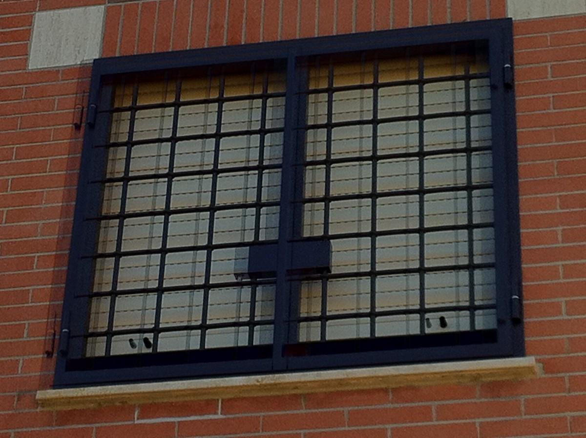 Preventivo cancelli infissi e serramenti online - Cancelli per porte finestre ...