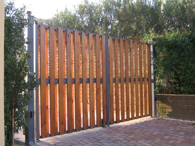 Preventivo cancelli a cagliari online infissi e serramenti - Cancelli in legno per giardino ...