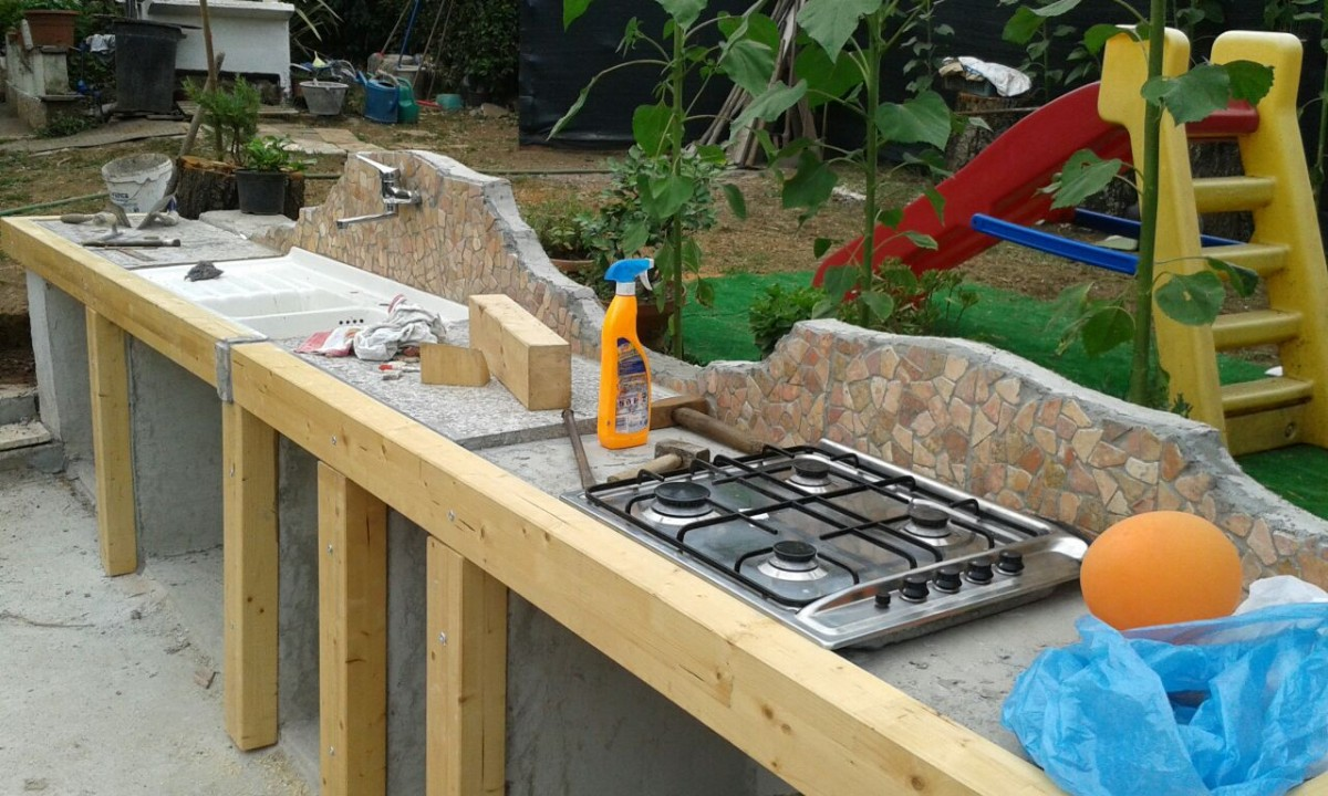 Copertura cucina esterna a cave roma - Copertura scala esterna ...