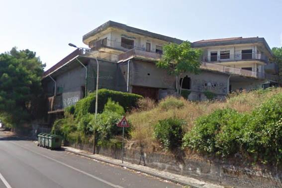 Demolizione immobile 2 piani 2 a catania for Piani casa michigan