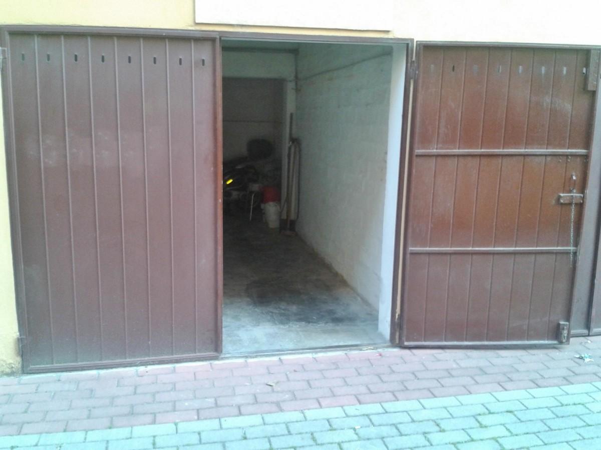 Preventivo porte infissi e serramenti online for Prezzo del garage 16x20