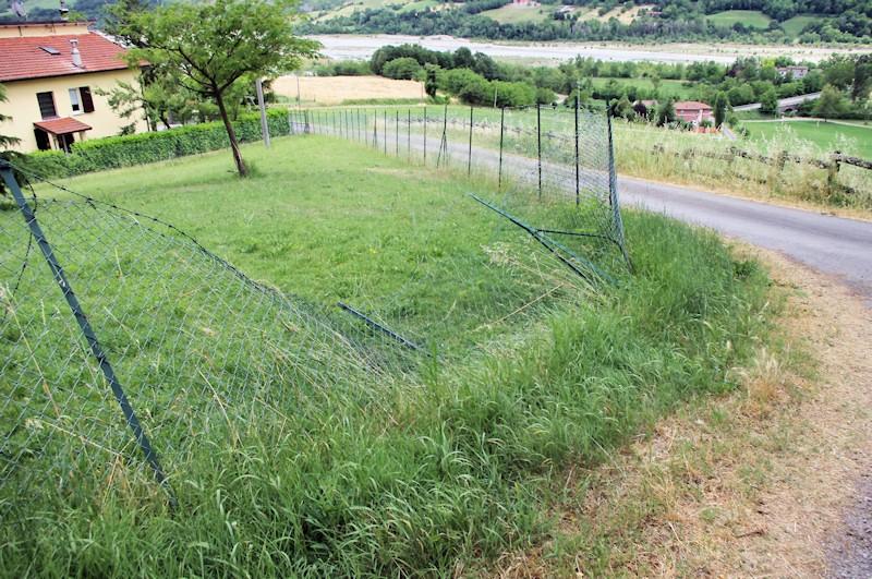 Si può recintare un terreno agricolo