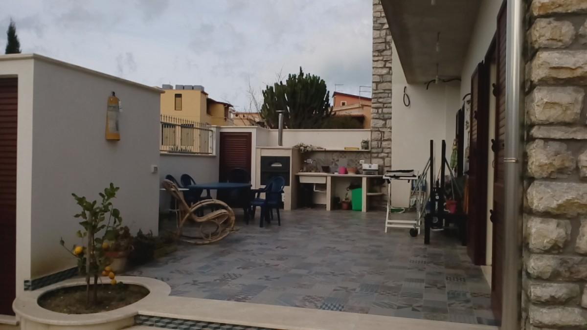 Creazione veranda lato giardino a agrigento - Veranda in giardino ...