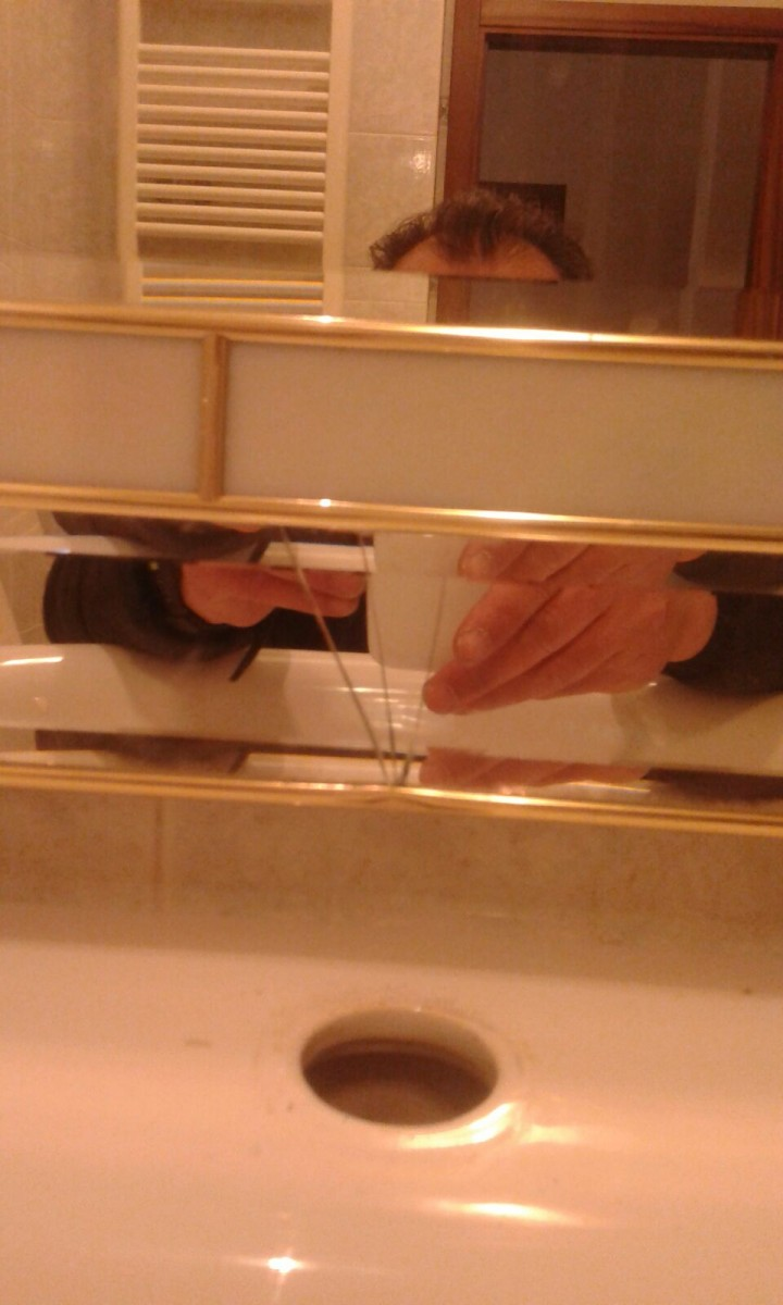 Sostituire uno specchio rotto a monticiano siena - Specchio rotto sfortuna ...