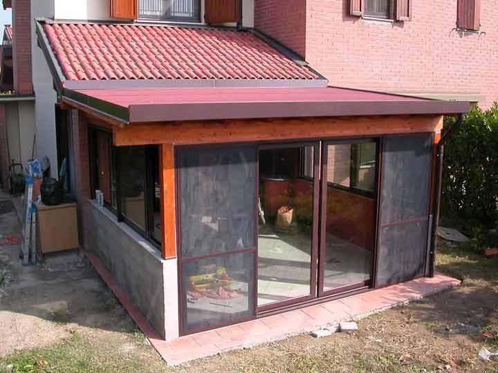 Veranda legno vetro a varese - Cucine in muratura per terrazzi ...